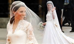 Wedding Traffic by Royal Wedding 2011 Kate Middleton S Dress Doubles