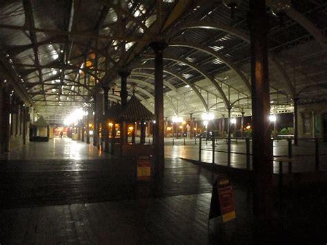 dark green station light and dark at green park