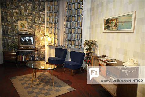 wohnzimmer 50er berlin deutschland exponat aus der erlebnisausstellung
