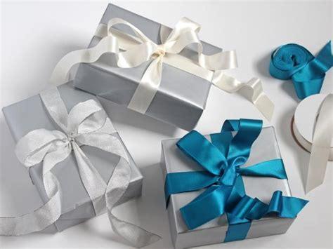 google images hgtv how to wrap ribon around christmas tree photo page hgtv