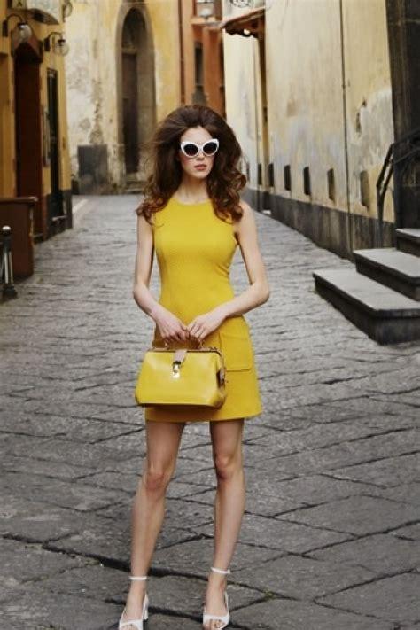 Fairus Dan Sun Flower Dreaa 60s billie dress in sunflower yellow
