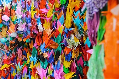 1000 Paper Cranes - the story of sadako learn about nuclear weapons