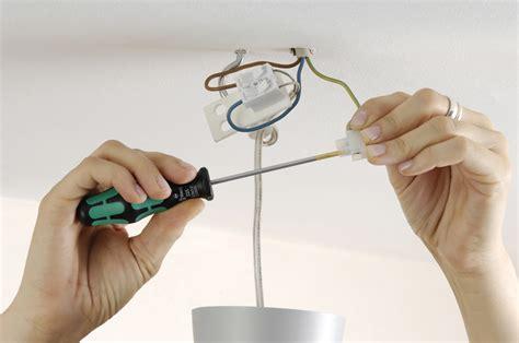 Stromkabel An Der Decke Verlängern by Deckenleuchte Anschlie 223 En