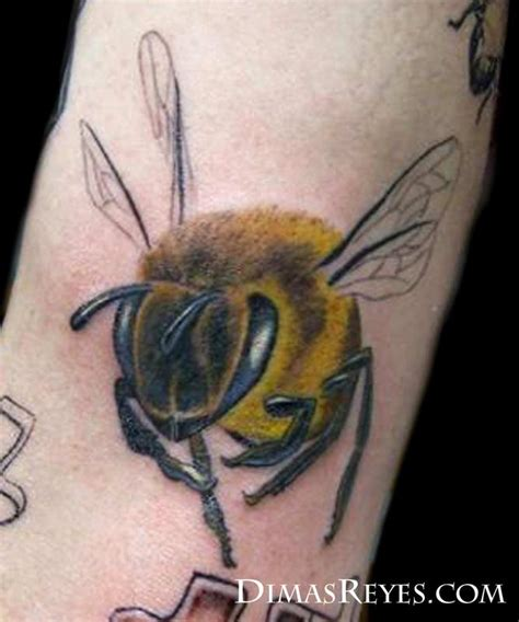full color bee tattoo by dimas reyes tattoos
