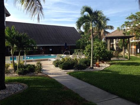 Dolphin Tiki Hut Poolanlage Und Tiki Bar Picture Of Dolphin Key Resort