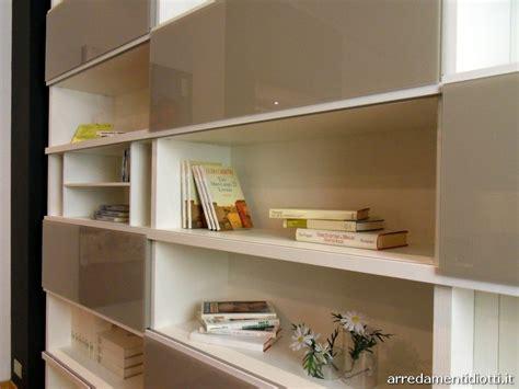 casa dello scaffale roma libreria con ante in vetro le migliori idee di design