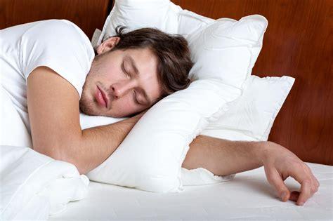 dormir avec plusieurs oreillers lui acheter un oreiller anti ronflements 7 conseils