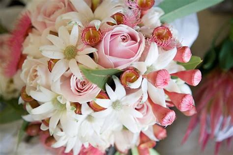 How Long Do Flowers Last by How To Make A Wedding Bouquet With Real Flowers 6 Easy Steps