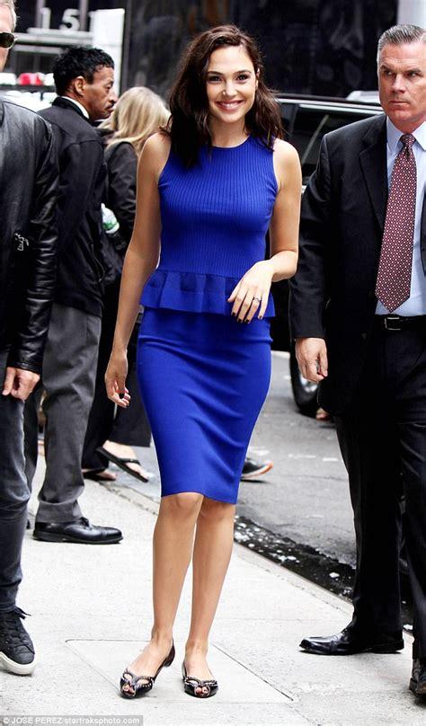 gal gadot stuns  mini dress  aol event   york