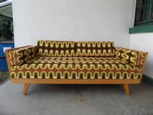 sofa 70er ruempelstilzchen 70er jahre daybed sofa schlafcouch