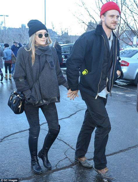 elizabeth olsen clings onto boyfriend boyd holbrook as