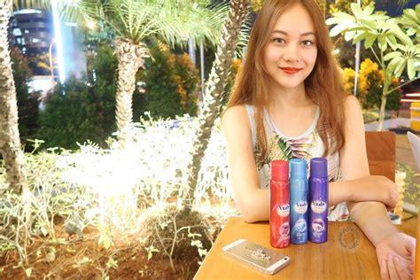 Parfum Vitalis Biru be glamourous with vitalis aerosol spray georgeous