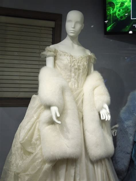 Dress Karenia 3 costumes and props oscar winning gowns from karenina by jacqueline durran