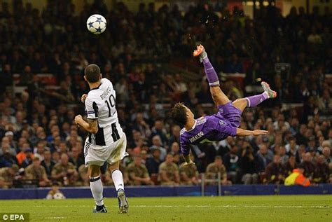 ronaldo juventus kick real madrid 4 1 juventus chions league result daily mail
