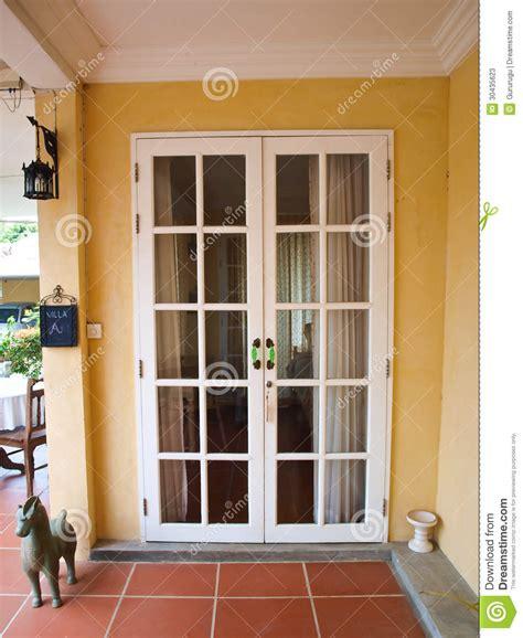 Colonial Molding puertas francesas blancas del patio doble con las ventanas
