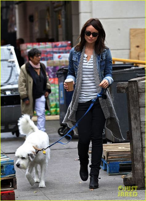olivia wilde coffee run with paco 04 view image olivia wilde new york stroll with paco photo 2737503