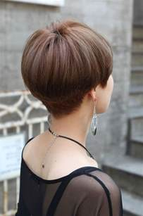 pictures of the back of a wedge hair cut 25 best ideas about short wedge haircut on pinterest