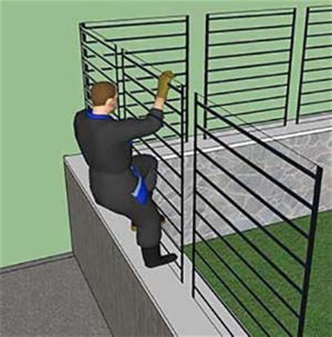 tipi di recinzione da giardino predisporre un muretto per i vari tipi di recinzione