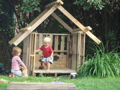 Pallet Play House by Frugalcountrymom Pallet Ideas