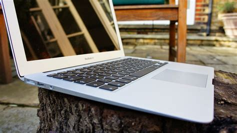 Macbook Air 13 Terbaru review macbook air 13 inci 2015 si tipis yang andal dan tahan lama review plimbi social