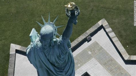 N Y Top 40 pictures of statue of liberty in manhattan