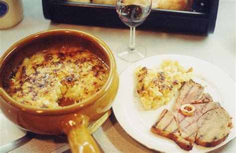 rhone cuisine file tartiflette and fried ham jpg wikimedia commons