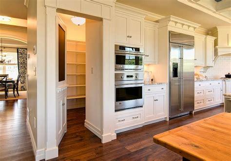Walk In Pantry Doors by Walk In Pantry Design Ideas
