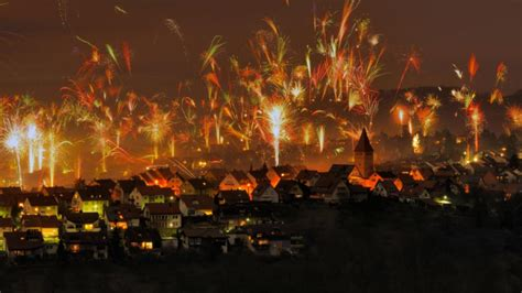 google wallpaper of the day happy new year s eve bing sets off fireworks google