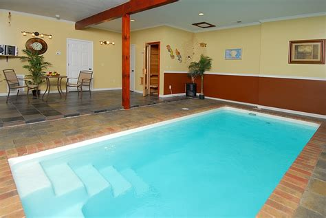 Cabins In Pigeon Forge Tn With Indoor Pool by A Pearl S Splash Is A Two Bedroom Two Bath Three Story