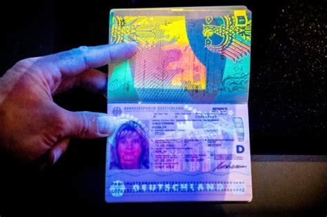 wann neuen personalausweis beantragen reisepass so sieht der neue reisepass aus politik