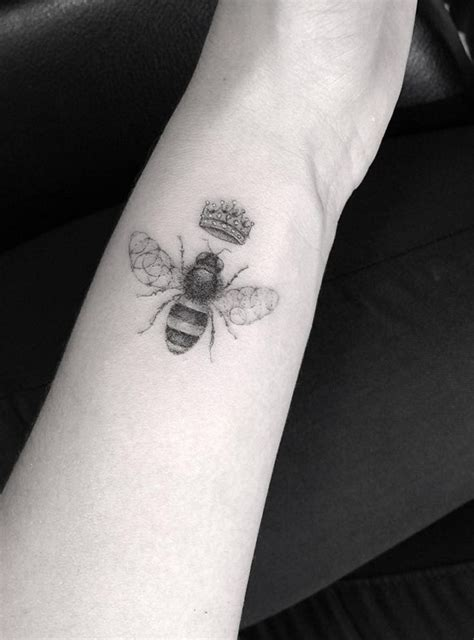 Needle Queen Tattoo Shelburne | best 25 queen bee tattoo ideas on pinterest bee tattoo