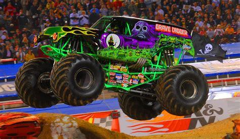 grave digger monster truck games monster jam grave digger gameplay car game cartoon for