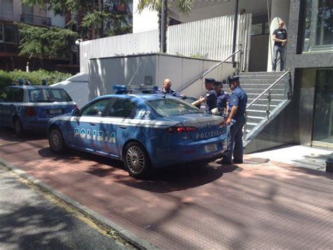 ufficio emigrazione immigrazione il lavoro degli uffici della polizia alla spezia
