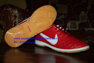 Sepatu Futsal Nike Warna Merah murah meriah