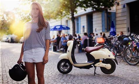 designboom gogoro 100 km range unu electric scooter features portable
