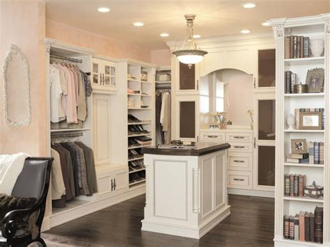 Chic Closet Inc by How To Make Your Walk In Closet Resemble A Chic Boutique