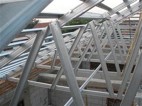 bakti struss baja ringan sebagai konstruksi penutup atap