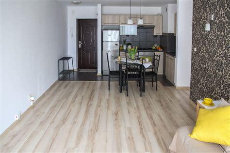 pavimenti interno casa foto gratis pavimento stanza interno casa tavolo