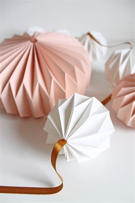 Origami Japanese Lantern - 25 best ideas about origami lantern on