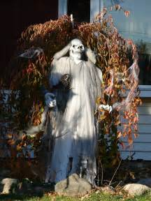 pictures halloween decorations 40 funny amp scary halloween ghost decorations ideas