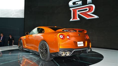nissan gtr 10001000 hp crate motor 2017 nissan gt r races into new york with 565 hp motor1