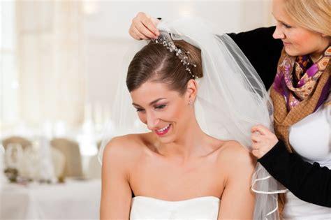 Welche Brautfrisur Zu Welchem Kleid by Brautfrisuren Mit Schleier Welche Frisur Passt Zu Welchem