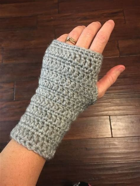 wrist warmers free knitting pattern 25 best ideas about crochet wrist warmers on