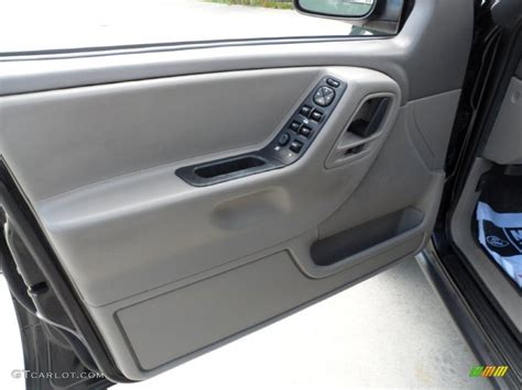 Jeep Grand Door Panel 2004 Jeep Grand Laredo Taupe Door Panel Photo