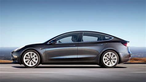 Tesla Model S Mile Range Epa Reveals How The Tesla Model 3 Gets 310 Of Range