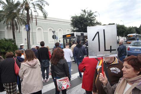 sede amt genova foto in valbisagno blocco davanti alla sede amt 1