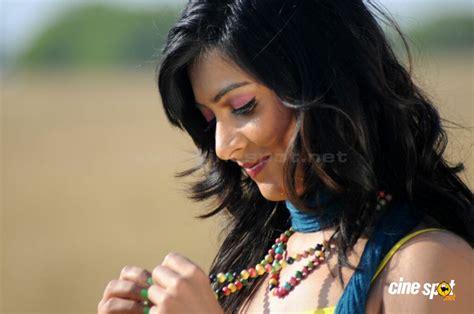 south actor yash age actress radhika pandit foto bugil 2017