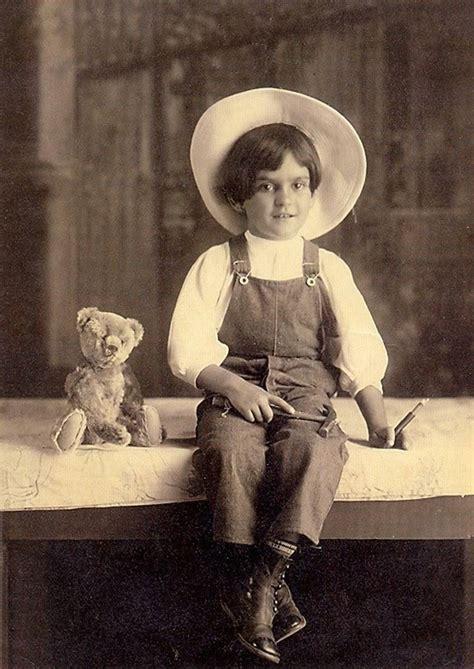 frida kahlo children s biography rare pictures of frida kahlo s childhood taken by her