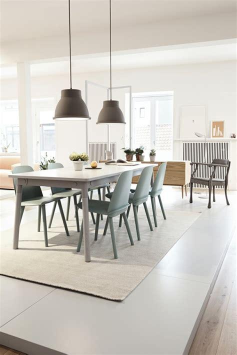salle a manger scandinave salle a manger chaise bleue design scandinave ideeco