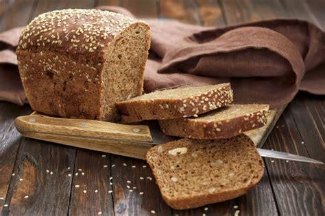 pane nero fatto in casa pane di segale ricetta e calorie tomato